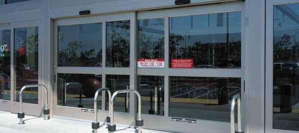 Automatic sliding door system for carts and carriages